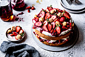 Strawberry sponge cake with maple candies