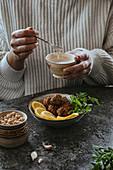 Falafel mit Joghurt-Tahini-Sauce