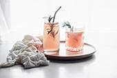 Pink Grapefruit Drink mit Rosmarin