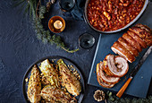 Porchetta, One-Pan-Bohnen mit Würstchen im Schlafrock und Spitzkohl mit Chili-Bröseln
