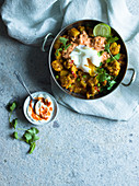 Bombay Breakfast mit Blumenkohl-Curry und pochiertem Ei