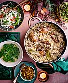 Indisches Danbauk (Reisgericht) mit Beilagen zu Weihnachten