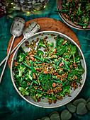 Gemüsesalat mit Bohnen, Broccoli und Spinat