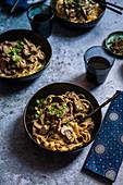 Straußen-Stroganoff mit Pilzen und Cabernet Sauvignon