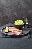 Tuna steaks in pepper marinade with lettuce