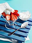 Erdbeeren mit Crème Fraîche