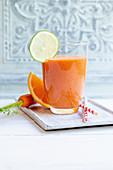 ACE-Booster aus Aprikosen, Möhren, Tomaten, Orange und Weizenkeimöl