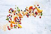 Früchte, Kräuter, Nüsse, Samen und Kerne für Müsli