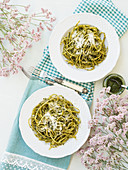Linguine with traditional basil pesto