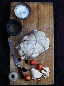 Geschnürte Ente mit Apfel-Pflaumen-Füllung
