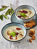 Cauliflower soup with crunchy bacon