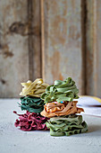 Naturally coloured pasta