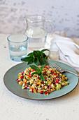 Couscous-Gemüsesalat mit Pfefferminze