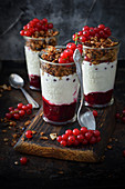 Dessert in a jar of yoghurt, granola and currants