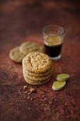 Vegane Ingwer-Cookies mit Leinsamen, Zitronenabrieb, Zimt und Muskat