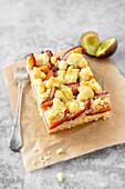 Veganer Pflaumen-Streusel-Kuchen aus Hefeteig vom Blech