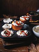 Kürbismuffins mit Buttercreme und Honigkaramel