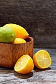 Limequats mit Wassertropfen