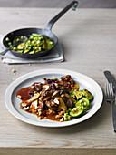 Lamm-Pilz-Eintopf mit Pfannenzucchini