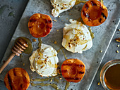 Frozen yoghurt with grilled apricots