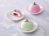 Princess cakes with sugar roses