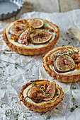 Cheese and fig tartlets with thyme