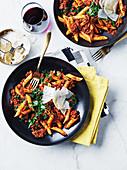 Pasta mit Bolognesesauce aus Hühnerleber und Hackfleisch
