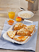 Muesli buns with apricots, figs and dates