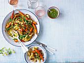 Getreidesalat mit gebratenen Möhren, Blumenkohl und Kräuterdressing