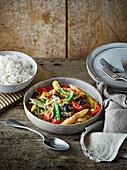 Gemüse-Satay-Curry mit Reis (Asien)