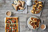 Blätterteiggebäck: Spinattarte, Sausage Rolls, Pinwheels und Marmeladen-Turnover
