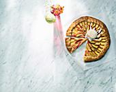 Pfirsich-Galette mit Vanilleeis