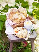 Räucherlachs-Soufflé-Tartes zum Picknick