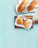 Calzone mit Mozzarella, Paprika und Auberginen