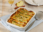 Sweet cannelloni with apple and cinnamon filling