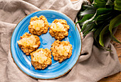 Oatmeal cookies with pear compote prepare
