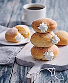 Donuts im Ofen gebacken mit Sahnefüllung