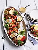 Salad compose with crunchy bread and eggs