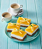 Gluten-free slices with panna cotta and mango jelly