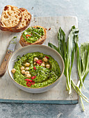 Green hummus with wild garlic