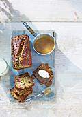 Klebriger Banoffee-Kuchen mit Toffeesauce