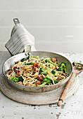 Spaghetti Carbonara mit Wurst und Brokkoli