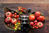 Different types of tomatoes in the pans of an antique kitchen scale