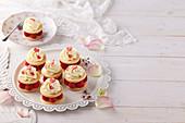 Vanila tartlets with raspberries