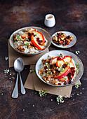 Bratapfel-Porridge mit Karamell-Nüssen