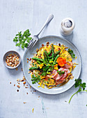 Nuss-Omelett mit grünem Spargel und Schinken