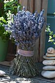 Stehstrauß aus getrocknetem Lavendel