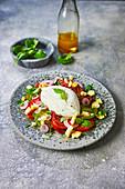 Tomaten-Mozzarella-Salat mit Tomatendressing