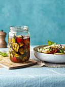 Gegrillte Zucchini in Öl eingelegt
