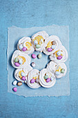 Meringue wreath with eggnog and sugared eggs